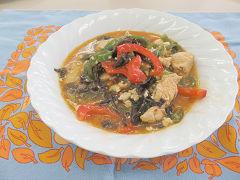 鶏胸肉と豆腐、きのこ入りのピリ辛炒め煮